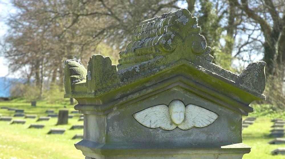 Jydske Asyls kyrkogård invigd 1857. Kärra: Konstmuseum og Psykiatrisk historisk musum, Århus